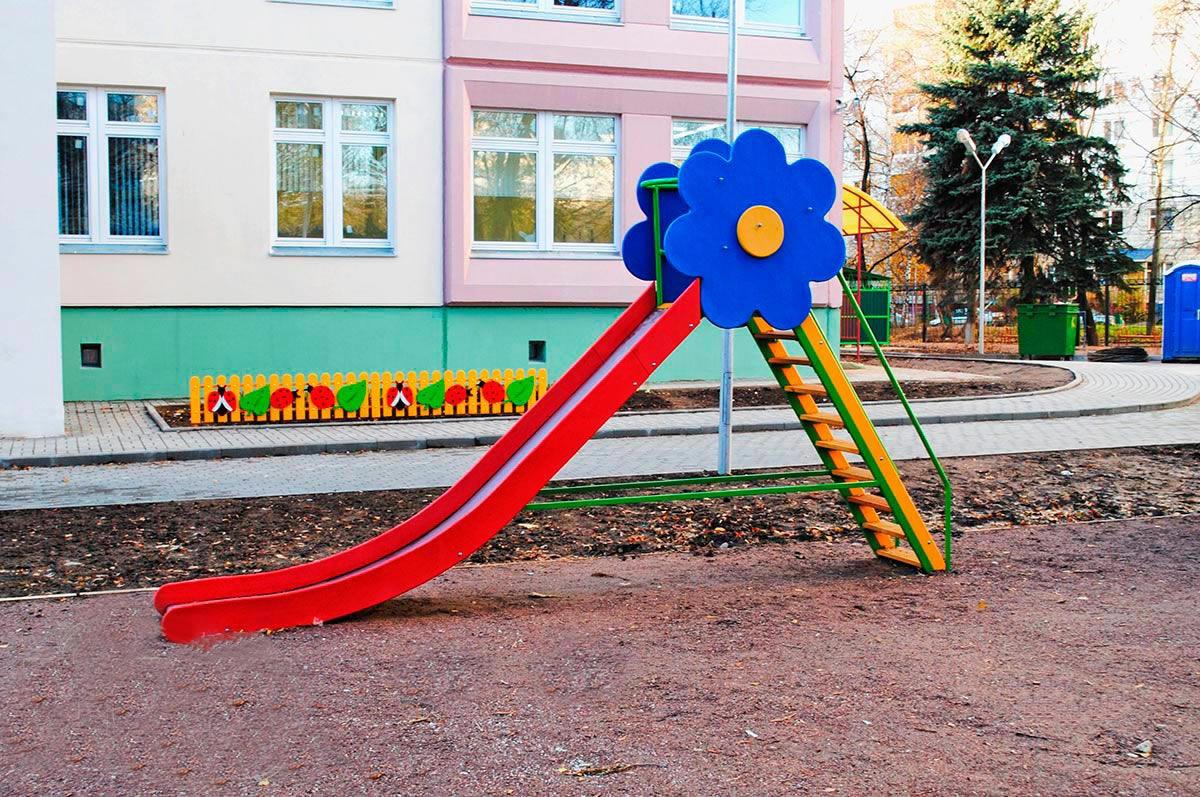 Несколько советов по выбору металлической горки для детской площадки