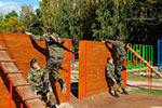 Фото 1 элемента полосы препятствий «Забор с наклонной доской» превью