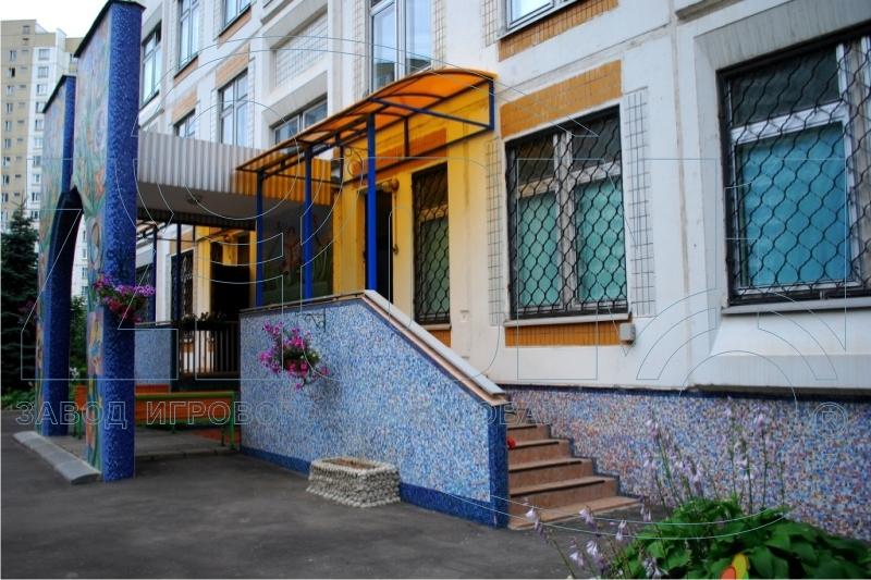 Козырек над входом в детский сад фото