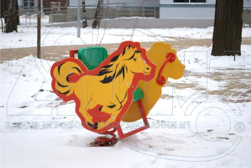 Качалка на пружине «Лошадка» на площадке в Лианозово