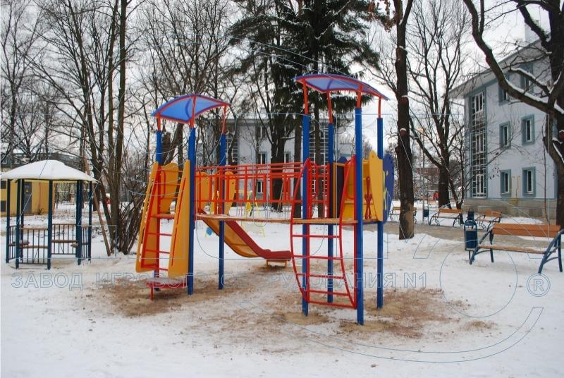 Комплекс игровой «Мечта» на фоне зимнего пейзажа