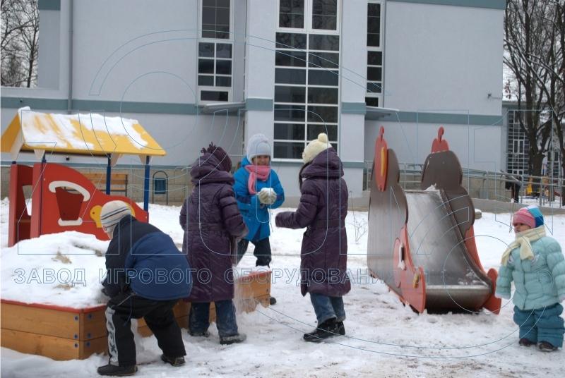 Дети на детской площадке в Лианозово