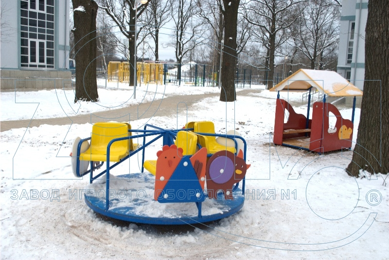 Детская карусель на площадке в Лианозово