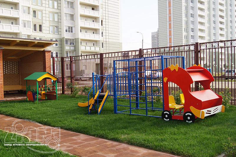 Фото игрового комплекса на территории детского сада