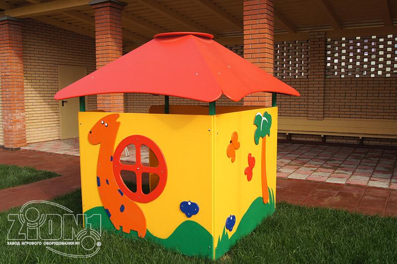 Фото детского игрового домика на площадке детсада