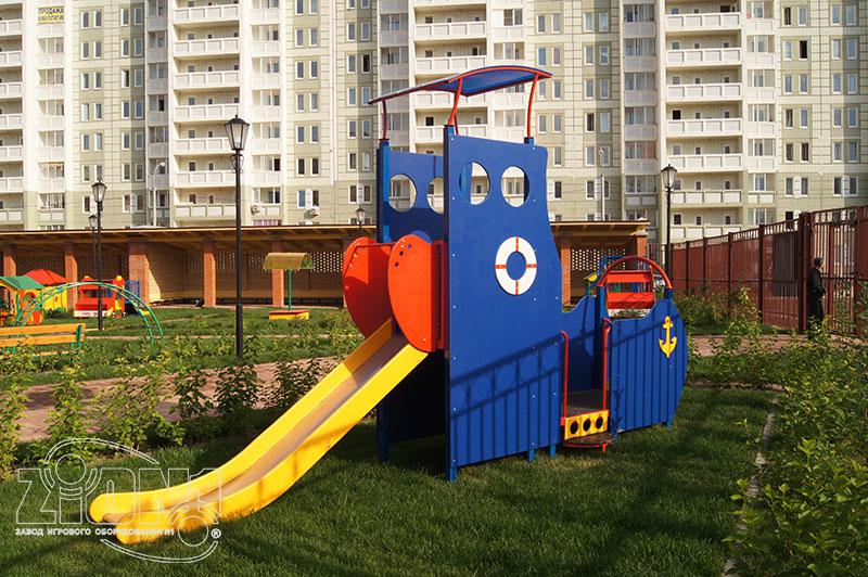Фото игровой горки в детском саду Кузнечик