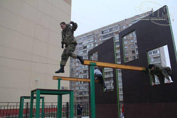 Препятствие Фасад дома с балкой фото 3