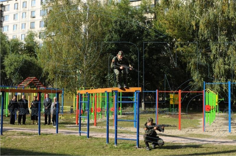 Спуск с препятствия «Разрушенный мост» прыжком